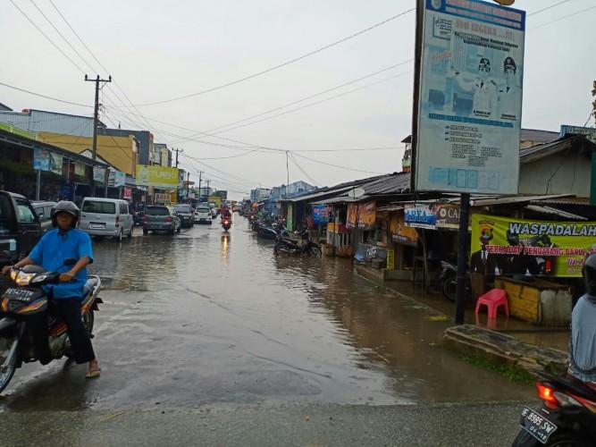 Hujan Deras, Pasar Unit II Banjir