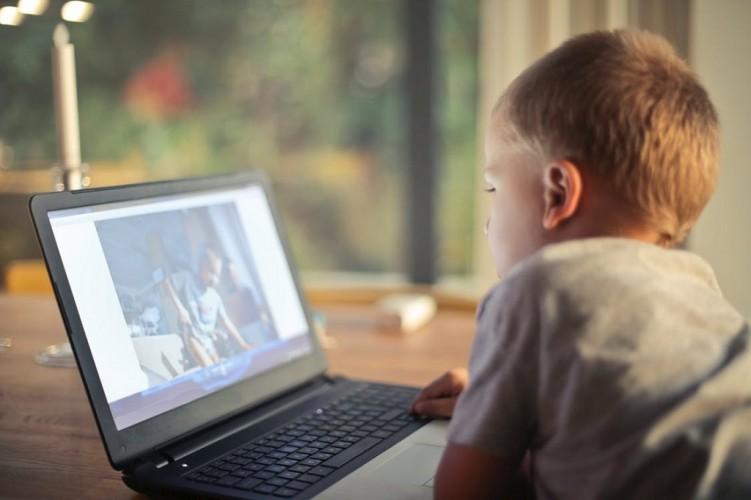 Ini Cara Lindungi Anak di Dunia Online