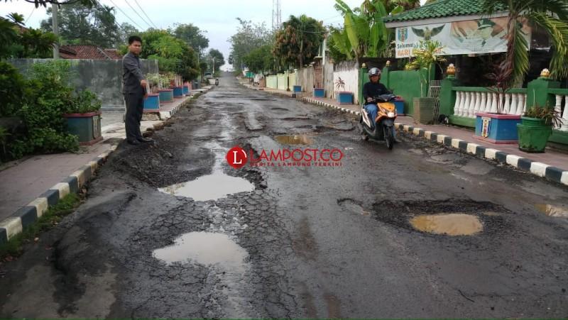 Jalan Provinsi Rusak Parah di Negeri Baru Dikeluhkan