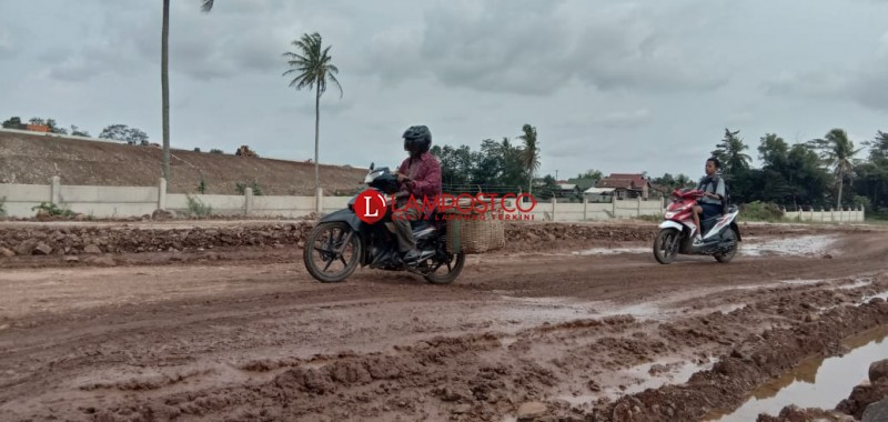 Jalan Rusak Sidomulyo-Candipuro Diperbaiki Pekan Depan