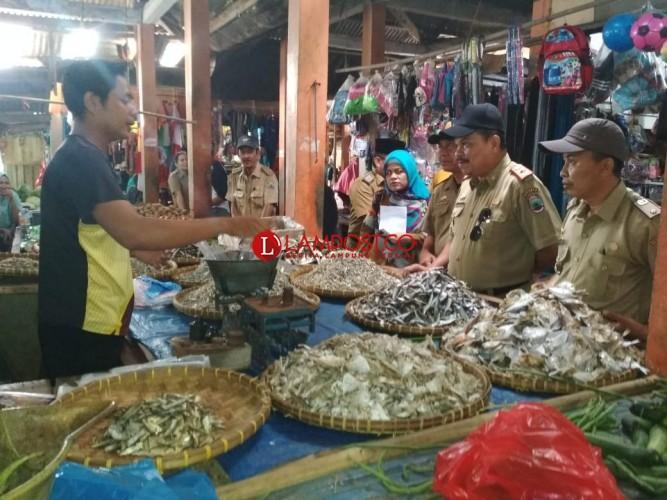 Jelang Iduladha, Harga dan Stok Sembako di Pasar Bakauheni dan Sidomulyo Aman