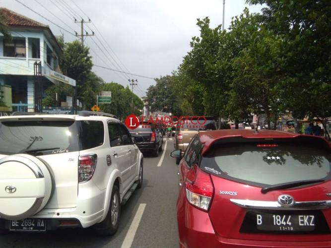Jelang Kedatangan Panglima TNI-Kapolri, Jalan Teuku Umar Padat Merayap