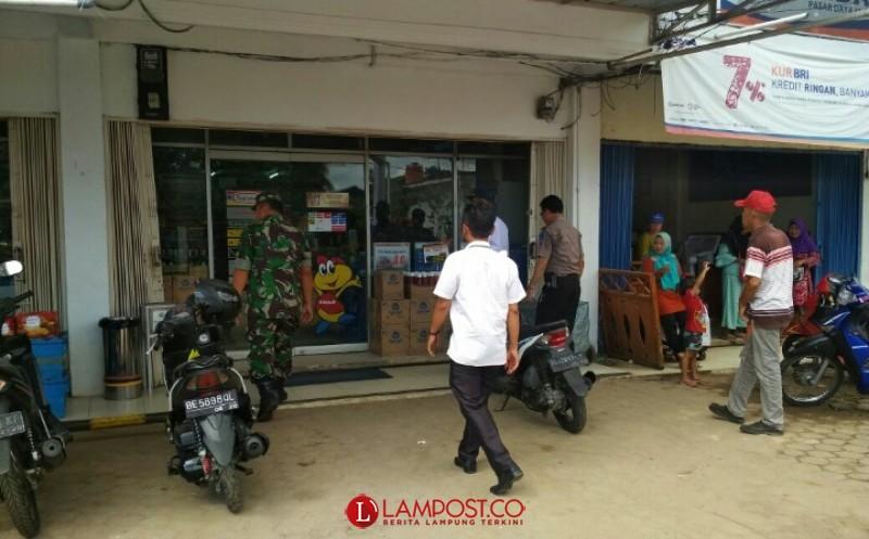 Jelang Ramadan, Polisi-TNI-Camat Tumijajar Sweeping Pedagang Pasar Dayamurni