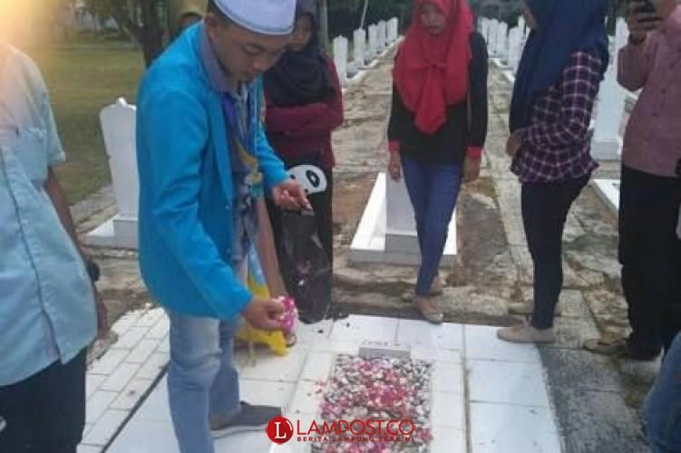 Jelang Ramadan Ratusan Warga Bandar Lampung Berziarah Makam
