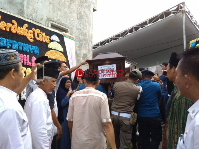 Jenazah Wahyu, Korban Kecelakaan Lion Air Dikebumikan