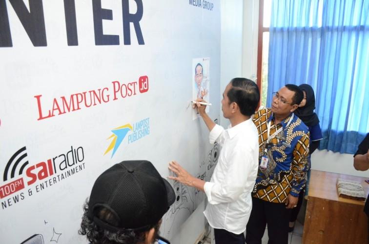 Jokowi Teken Semboyan Anti Hoaks Lampung Post