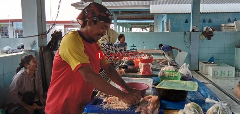 Jual Ikan Plus Jasa Penggilingan Milik Rofi Ramai Pelanggan