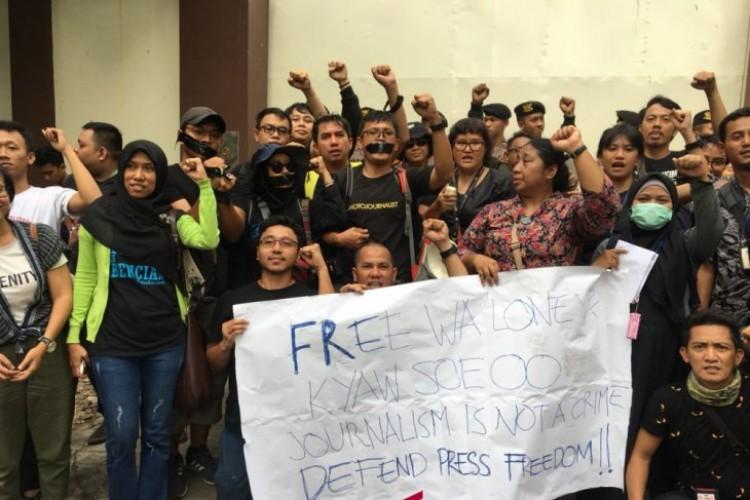 Jurnalis Indonesia Gelar Aksi Solidaritas Tuntut Pembebasan Dua Wartawan Myanmar
