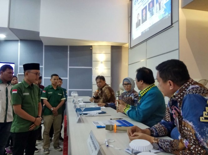 Kandidat Dekan FEB Unila Teken Pakta Integritas