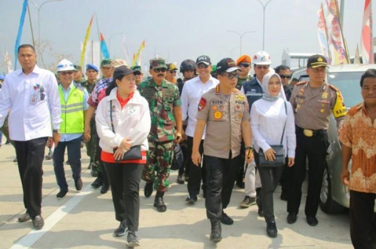 Kapolri dan Panglima TNI Tinjau Jalur Mudik di Pelabuhan Merak-Bakauheni