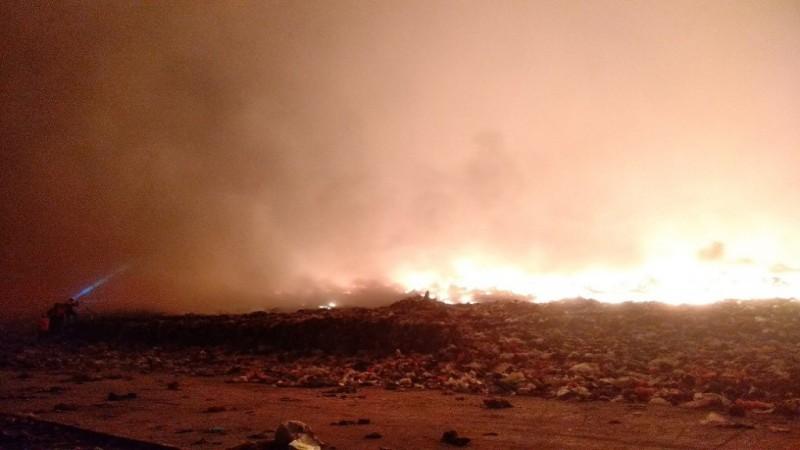 Kebakaran di TPA Makassar, Api Dekati Pemukiman Warga