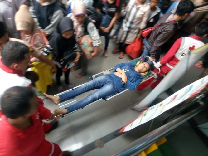 Kelelahan, Pemudik Hamil Muda Pingsan di Dermaga