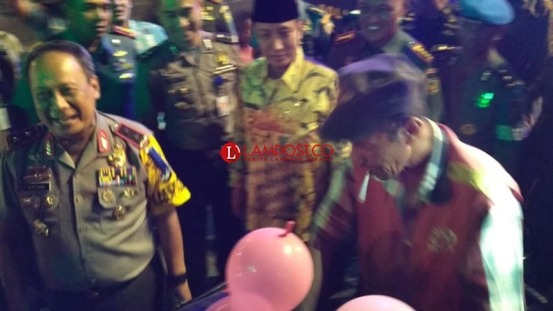 Keliling Pantau Bandar Lampung, Kapolda Borong Es Potong