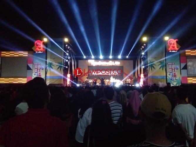 Konser Indiependence 2018 Sedot Ribuan Penonton di Saburai