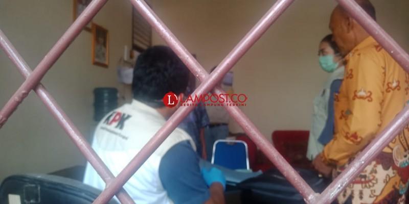 KPK Geledah Kantor Dinas Perdagangan dan PUPR Lampung Utara