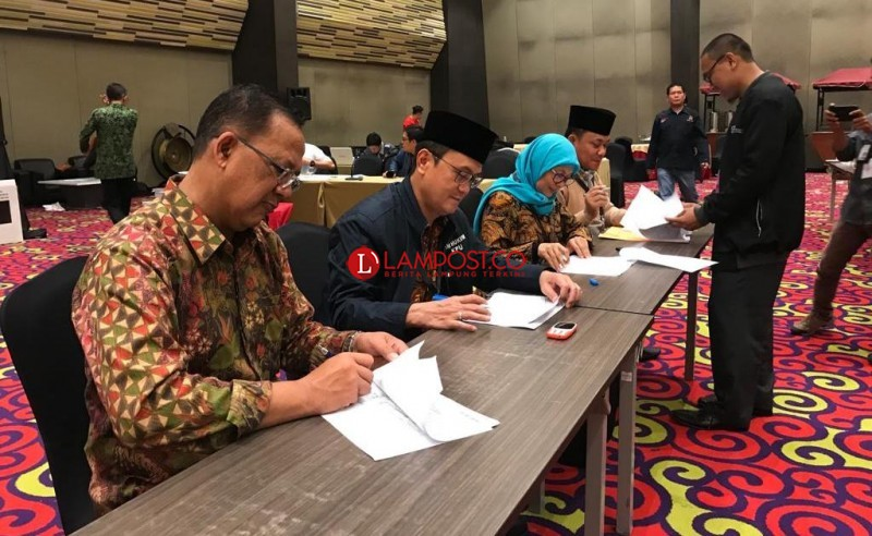 KPU Lampung Selesaikan Rekapitulasi Hingga Subuh