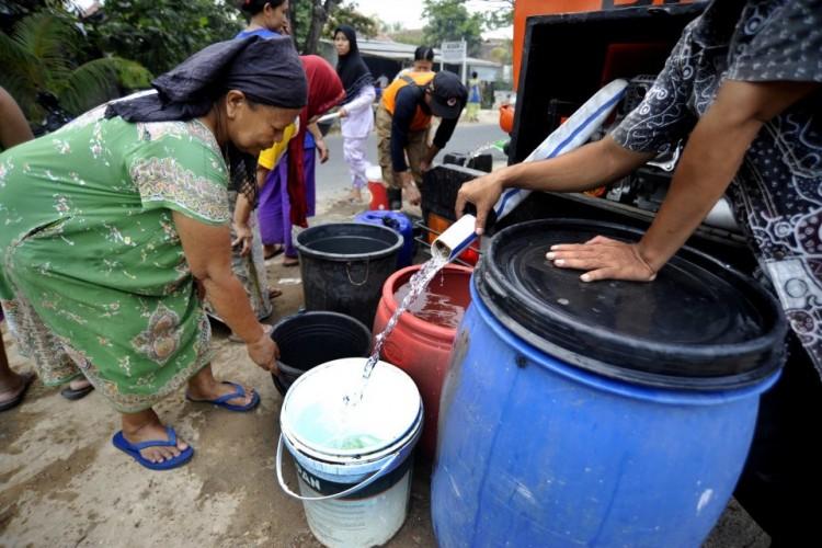 Krisis Air, BPBD Salurkan Bantuan Air Bersih ke Sukabumi