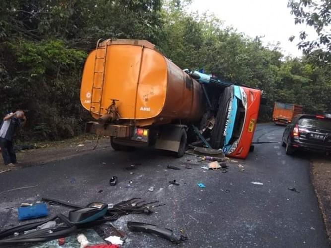 Kronologi Kecelakaan Maut Bus Rosalia Vs Truk Tangki Minyak