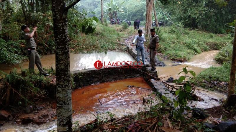 Lagi, Sungai Tercemar Limbah Pabrik di Lamsel