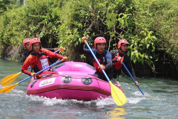 Lambar Juara Umum Arung Jeram Anniversary Ranau Rafting Ke-4 di OKU