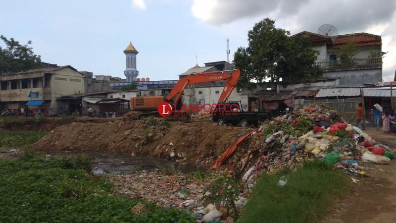 Lokasi Pasar SMEP Mulai Dibersihkan