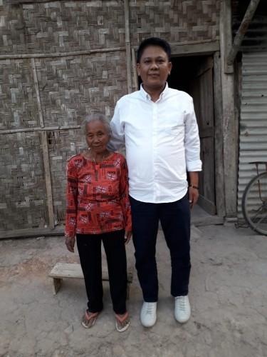 M.Ikhsan Sambangi Nenek Seabad yang Hidup dari Keong