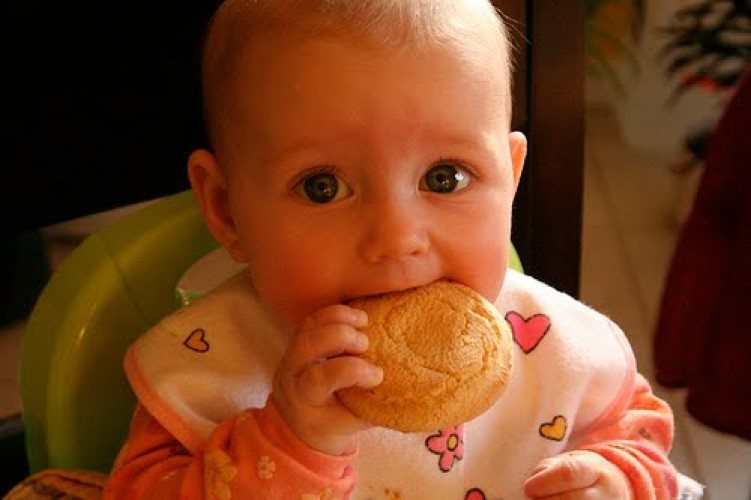 Makanan Padat dan Jam Tidur Bayi