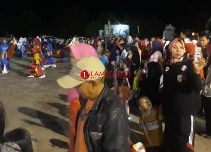 Masyarakat Tulangbawang Antusias Saksikan Kedatang Obor Asian Games