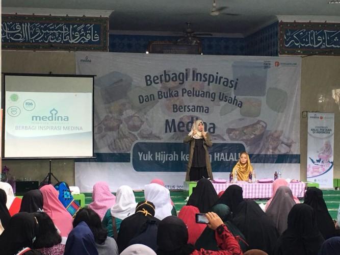 Medina Beri Solusi Ibu Rumah Tangga untuk Bermuamalah