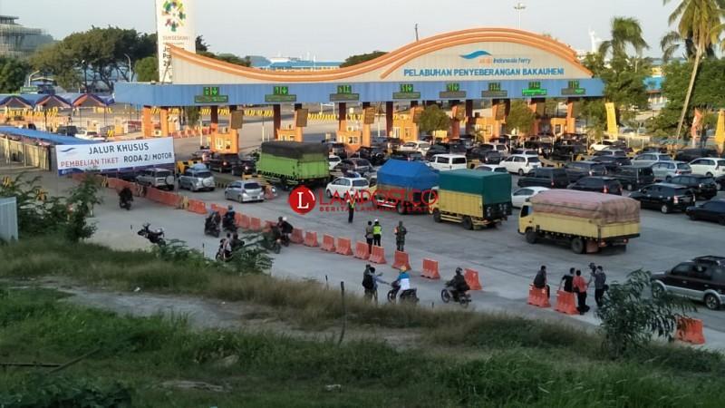 Memasuki Petang,  Arus Balik Kendaraan Pribadi Mengalir Padat di Pelabuhan Bakauheni