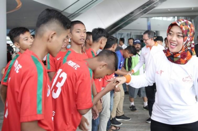 Nunik Lepas Tim Sepak Bola Lampung U-14