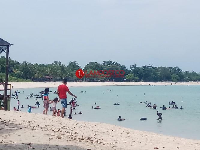 Objek Wisata Pantai Masih Ramai Didatangi Pengunjung