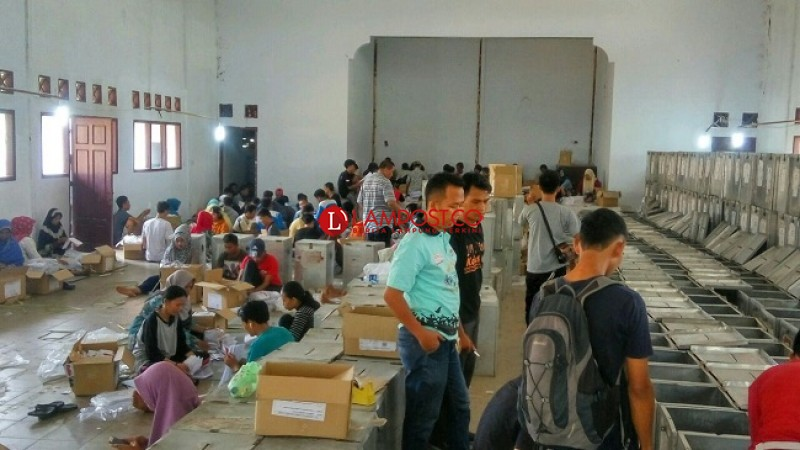 Panwaslu Lampung Selatan Awasi Pelipatan Surat Suara