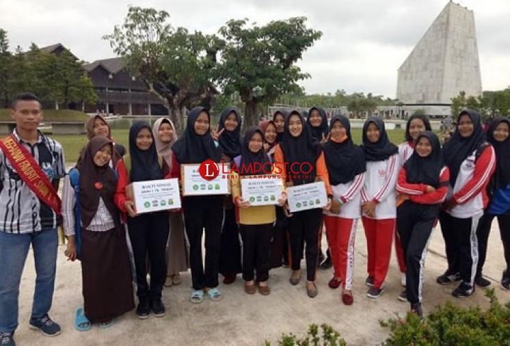 Pelajar SMAN 1 Tulangbawang Tengah Galang Dana di Bulan Ramadan