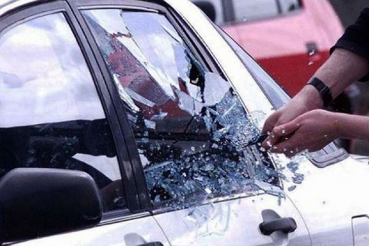 Pelaku Pecah Kaca Beraksi di Lambar, Dana BOS Rp20 Juta Raib dari Mobil