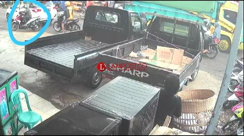 Pelaku Perampokan Bersenjata di Sidomulyo Terekam CCTV