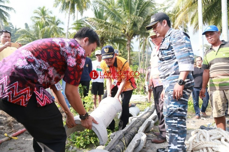 Pembangunan Awal Jaringan Listrik ke Pulau Pisang Diresmikan