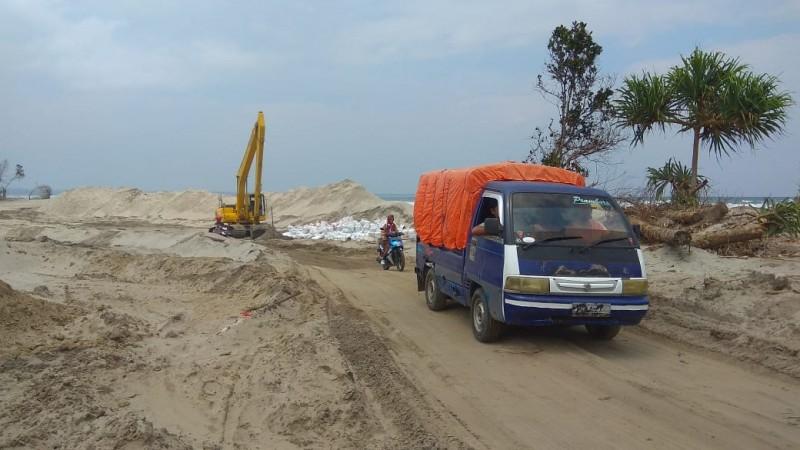 Pemkab Pesibar Inisiatif Bangun Jembatan Darurat