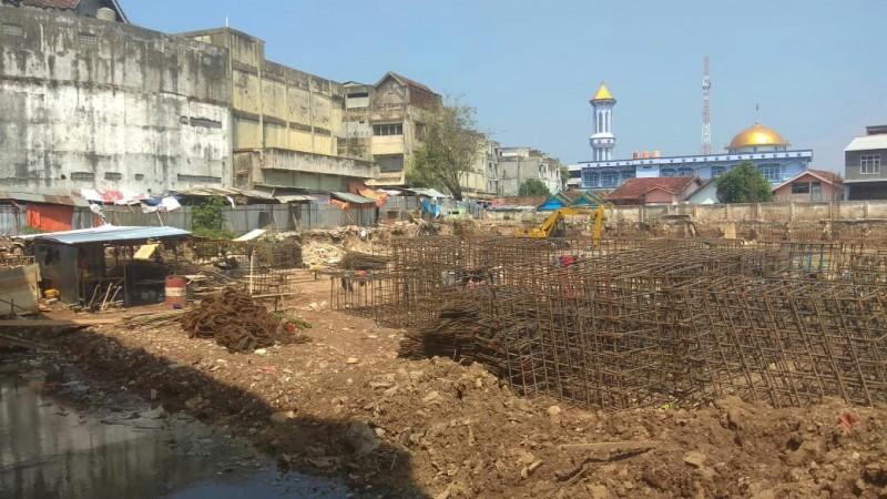 Pengerjaan Bangunan Pasar SMEPDiberlakukan Sistem Lembur