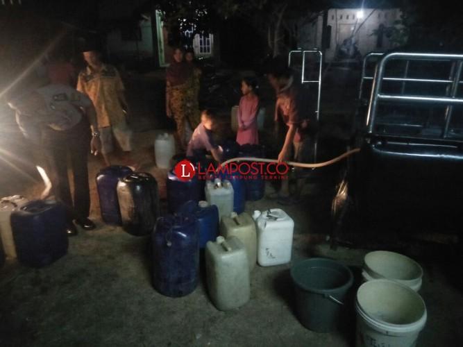 Penggiat Literasi dan Satpolair Bantu Air Bersih di Dua Dusun