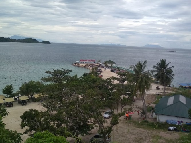 Pengunjung Pantai Sari Ringgung Turun 80 Persen