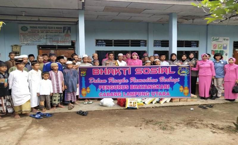 Pengurus Bhayangkari Lampung Utara Gelar Bakti Sosial