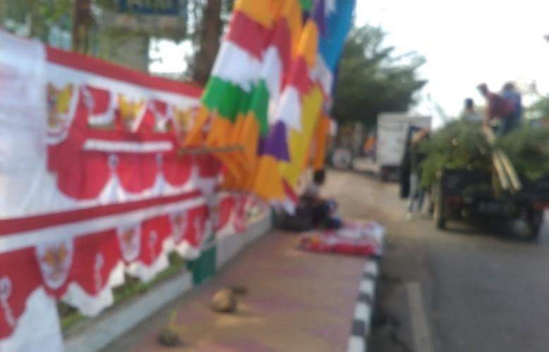 Penjual Bendera dan Umbul-umbul Mulai Bermunculan di Lampura