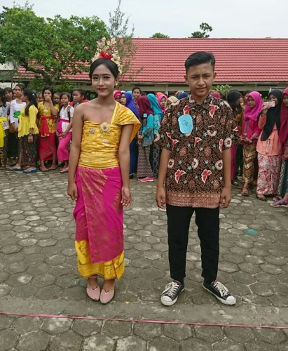 Peringati Hari Kartini, SMPN 1 Ketapang Gelar Fashion Show