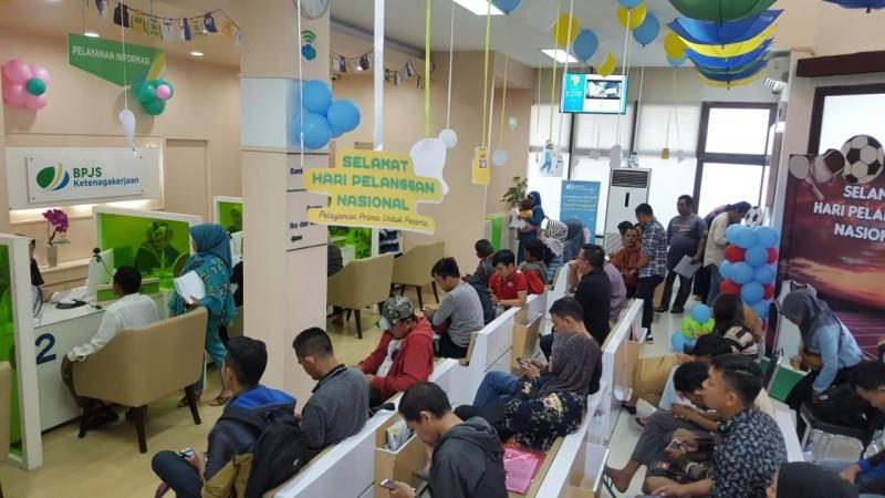 Peringati Hari Pelanggan Nasional, BPJSTK Bandar Lampung Bagi-bagi Doorprize dan Makan Bakso Gratis