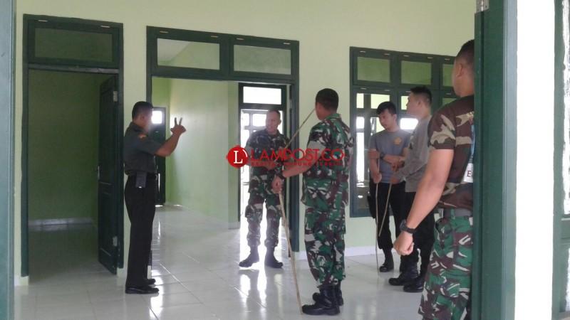 Persiapkan Peresmian Makodim 0429, Gabungan Anggota TNI dan Polri Berlatih Menari Sambut Pangdam II Sriwijaya