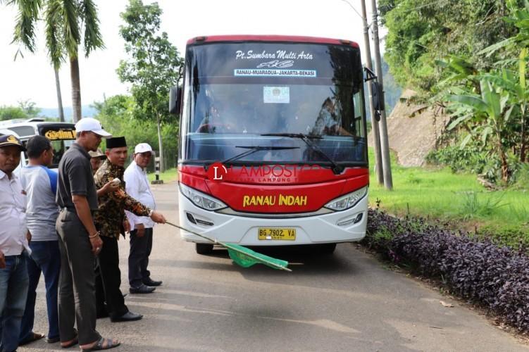 Peserta Ziarah Partisan Siliwangi dari Lambar Dilepas Bupati
