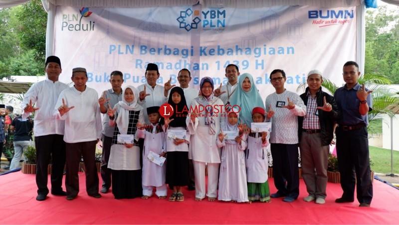 PLN Salurkan Bantuan Kepada Anak Yatim, Dhuafa, dan Guru Ngaji