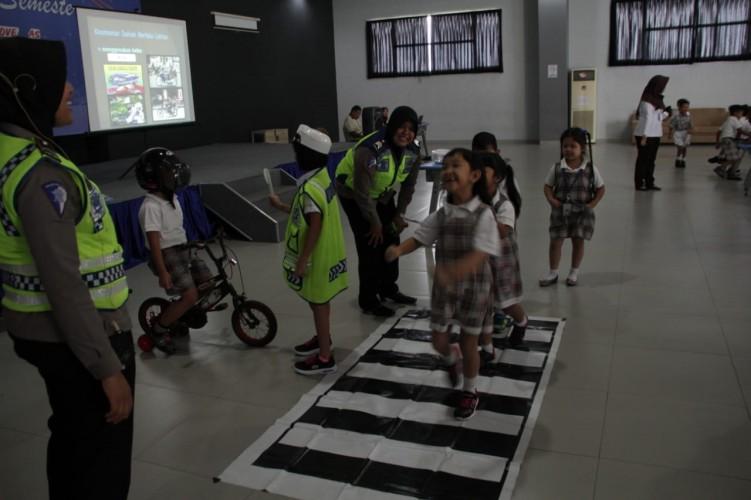 Polisi Ajari Anak PAUD Tertib Lalulintas