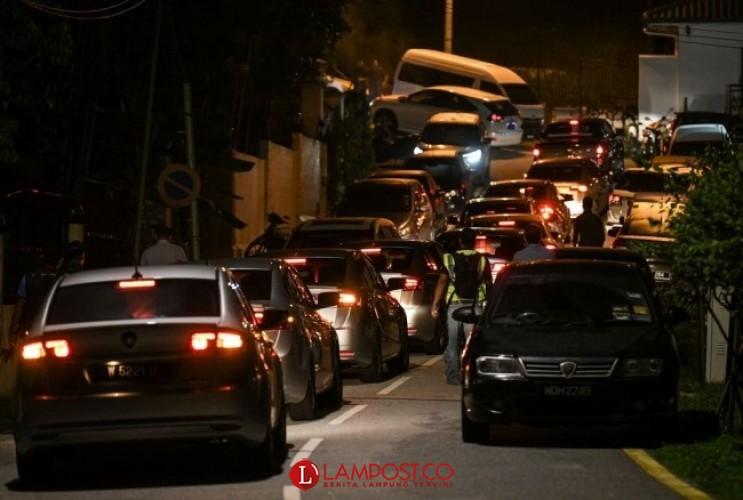 Polisi Geledah Rumah Najib Razak